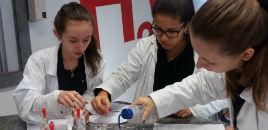 3629:Estudantes do EM têm oficina no Laboratório de Química