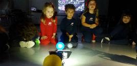 4699:Crianças do Full Day da tarde constroem robô