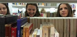 4247:Estudantes produzem poesia com lombada dos livros
