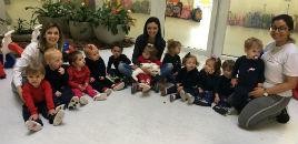 4108:Crianças do Nível 1A têm contato com animais de estimação