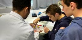3608:Estudantes constroem veículo de controle remoto