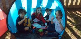 4728:Crianças do Nível 4D fazem acampamento na floresta