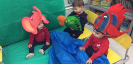 - Crianças do Nível 1B imitam as características dos animais
