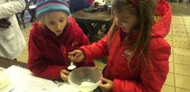 4440:Estudantes do 1º ano preparam bolo de caneca