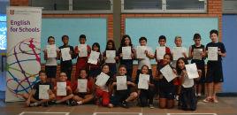 4278:Estudantes recebem os certificados de Cambridge