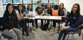 3865:Estudantes acertam os últimos detalhes do jornal O Clarim
