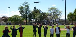 4726:Drone leva crianças do N5B ao 'Mundo dos Dinossauros'