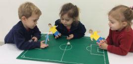 4433:Nível 2A participa de jogo de futebol com os dedos