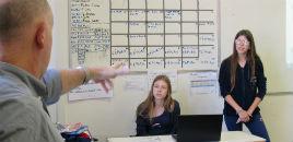 4120:GrowCube: estudantes ensaiam para a banca de incubação