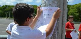 4129:Estudantes distribuem receitas de gentileza pelas ruas