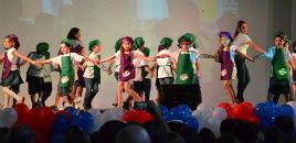 4137:Rotina escolar é celebrada na festa de conclusão do Nível 5