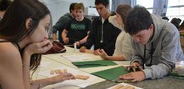 3806:LAR: Estudantes do EM confeccionam móveis e maquete