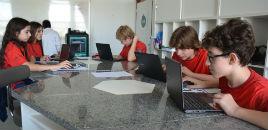 3882:Estudantes usam a impressora 3D para estudar Geometria
