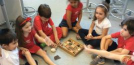 3980:Crianças do Nível 4D estudam sobre as rochas