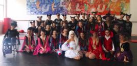 4012:Estudantes apresentam-se com grupo de dança na Disney
