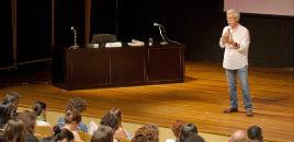 - Para educador português, 'não se aprende nada numa aula'