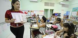 1211:Como o ensino bilíngue beneficia as crianças