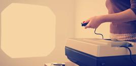 - Ferramenta permite a criação de slides interativos