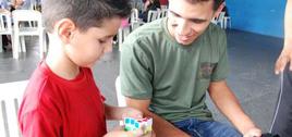 - Fora de brincadeira, o cubo mágico pode ajudar na escola