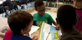 - Sala de aula com carteiras altas ajuda aluno a manter a forma
