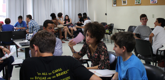 - Uma escola com participação, atividades práticas e tecnologia