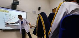 - Lousa digital equipa apenas 2% das classes do país, indica estudo