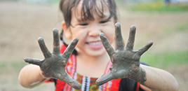 1320:Como o brincar com a natureza estimula o desenvolvimento das crianças
